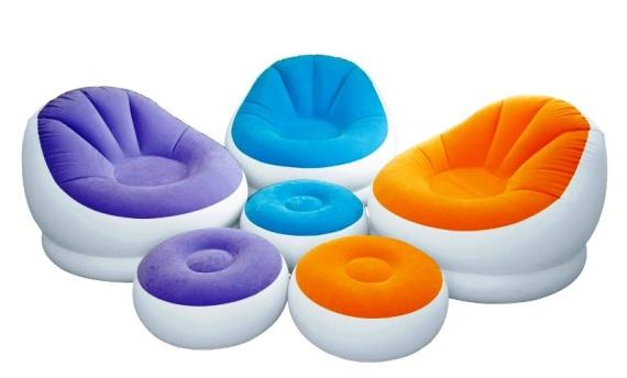 Надувные кресла и пуфики разноцветные