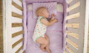 Матрас в кровать для новорожденного — как выбрать?